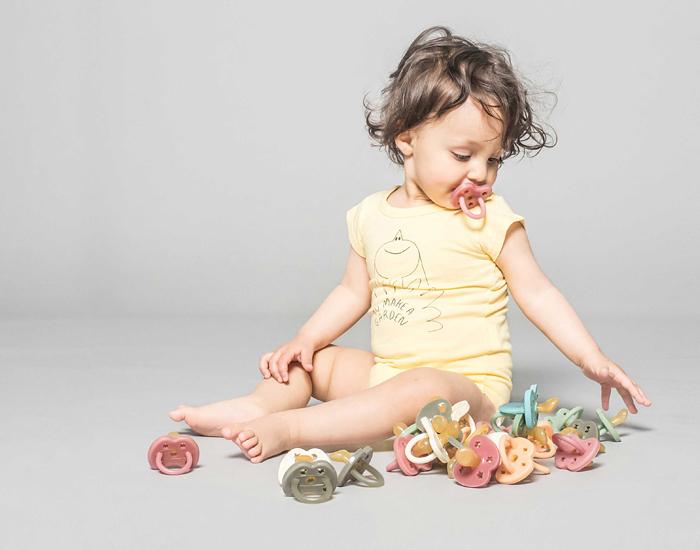 sucettes Hévéa colorées pour les bébés et enfants à Lyon